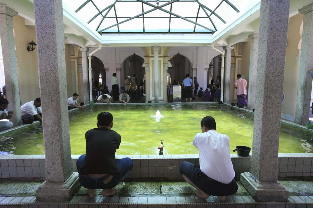Stock Photo: 1606-79820 Malaysia, Penang, Penang, Wash before prayer.  Kapitan Kling mosque
