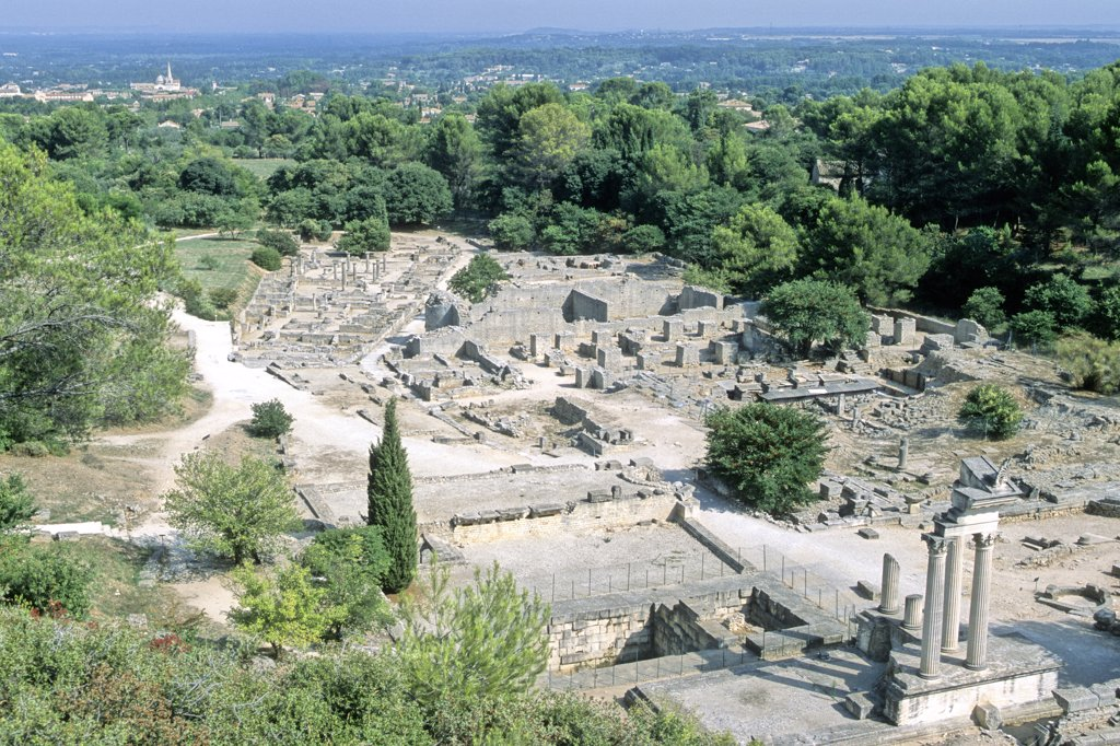 Stock Photo: 1606-80381 France, Alpes Provence cote d'Azur, Provence, Bouches du Rhône, Saint Remy de Provence, Glanum antique site (2th century before Jesus Christ to 3th century)