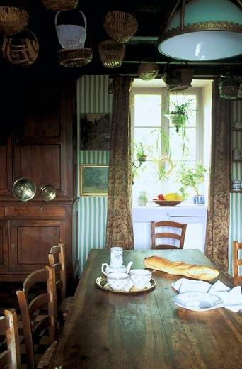 Stock Photo: 1606-84311 Breakfast in a traditionnal-style kitchen
