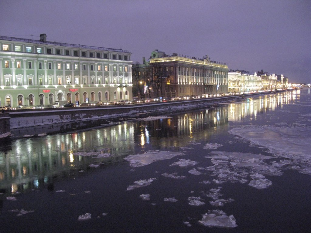 Stock Photo: 1606-85303 Russia, St. Petersburg, bank of Neva in winter, Hermitage