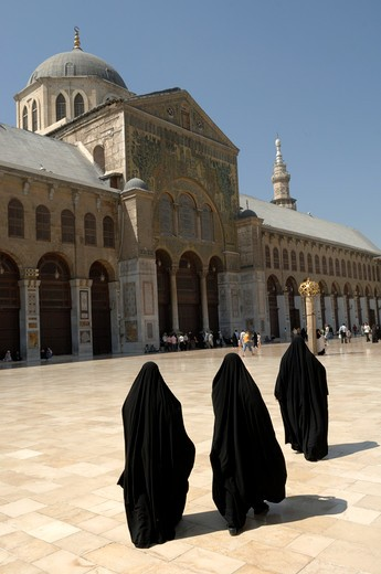 Stock Photo: 1606-87453 Syria, Damascus, Omeyyades mosque, three veiled women