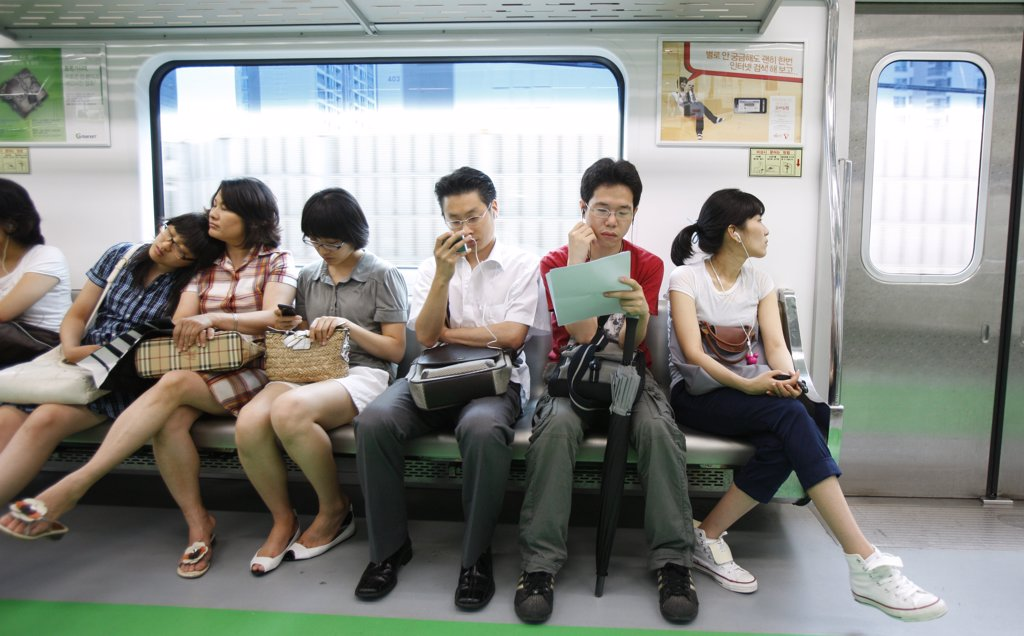 Core du Sud, Soul, Passengers on Seoul Subway. : Stock Photo