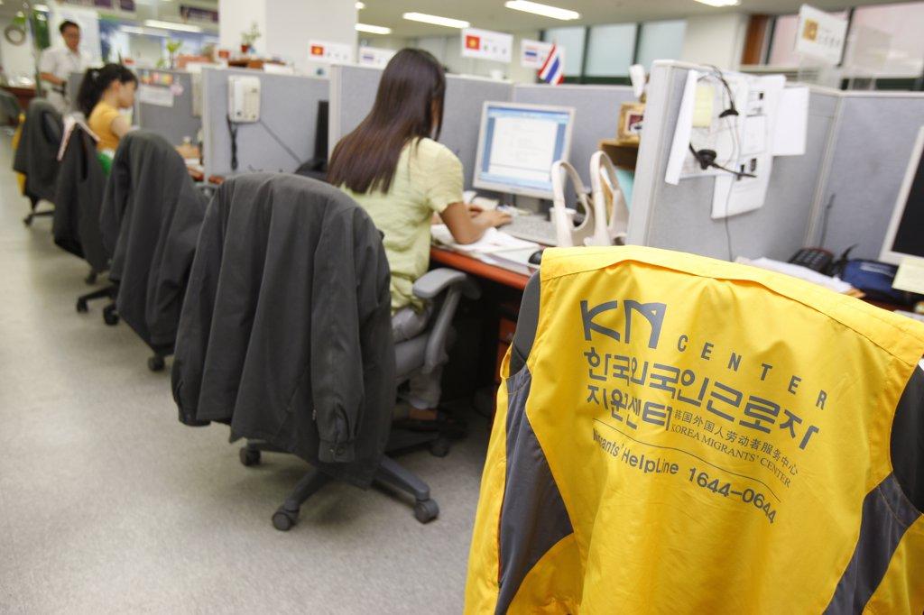 Core du Sud, Soul, Migrant support phone center run by Presbyterians : Stock Photo