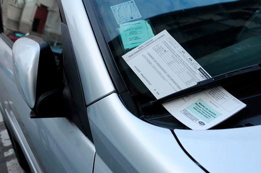Stock Photo: 1606-91977 Fine on car windshield