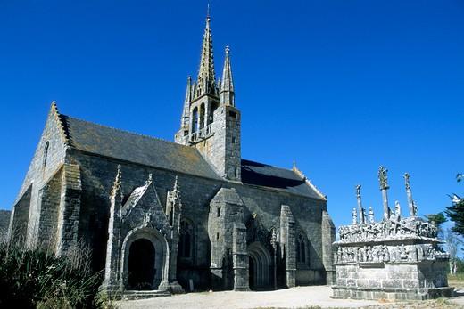 France, Brittany, Finistere (29), Bigouden country, Saint Jean Trolimon, eglise et calvaire Notre Dame de Tronoen : Stock Photo