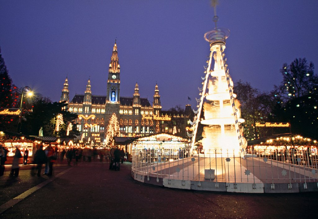 Stock Photo: 1609-1215 Christmas Market, Rathaus, Vienna, Austria
