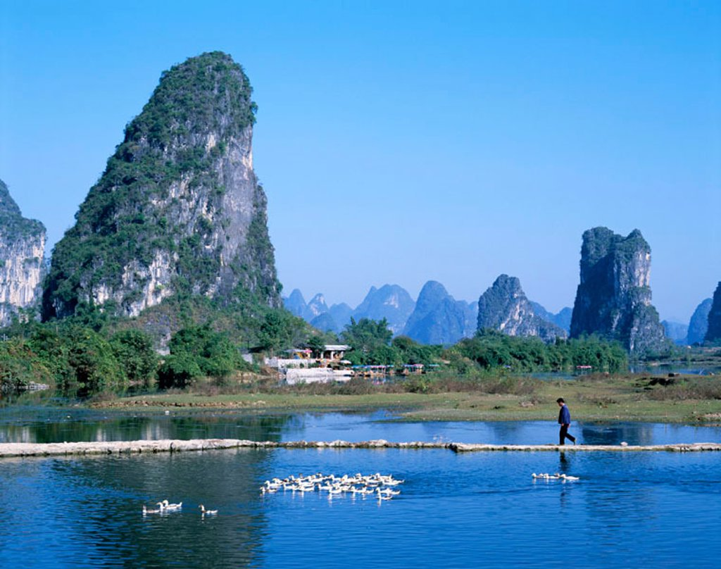 Stock Photo: 1609-12199 Typical Scenery / Limestone Mountains & River, Guilin / Yangshou, Guangxi Province, China