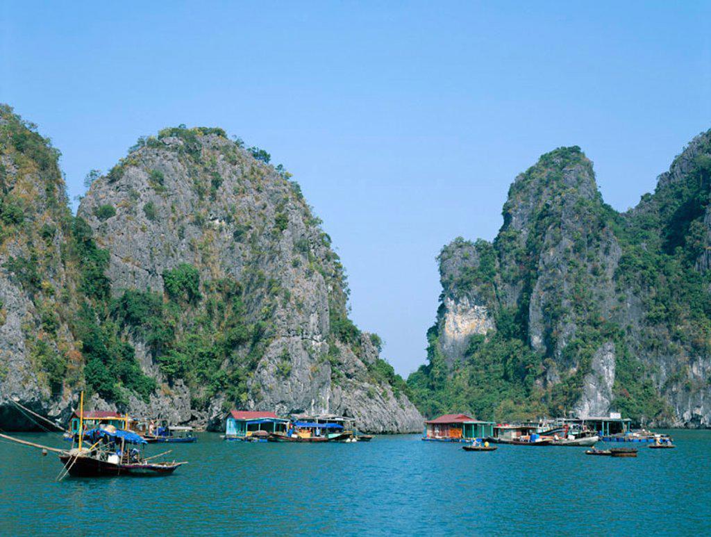 Stock Photo: 1609-12552 Halong Bay / Karst Limestone Rocks / House Boats, Vietnam
