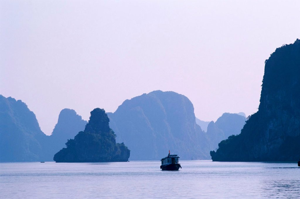 Stock Photo: 1609-12554 Halong Bay / Karst Limestone Rocks, Vietnam