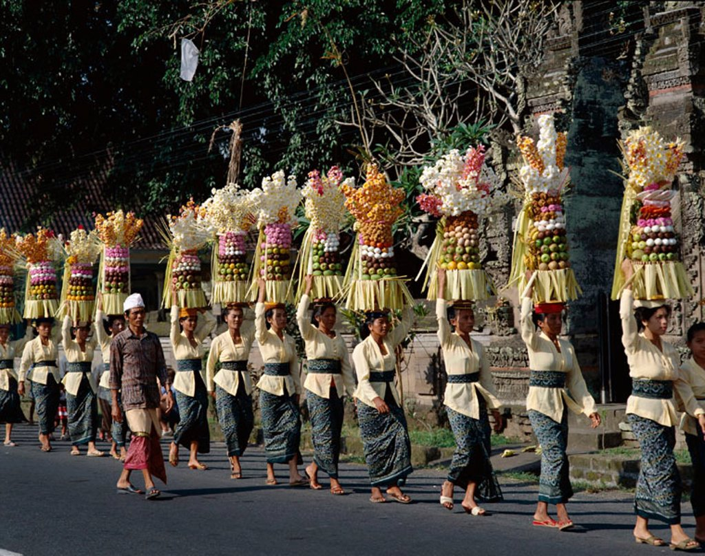 Stock Photo: 1609-13334 Women Carrying Offerings to Temple Festival (Odalan), Bali, Indonesia