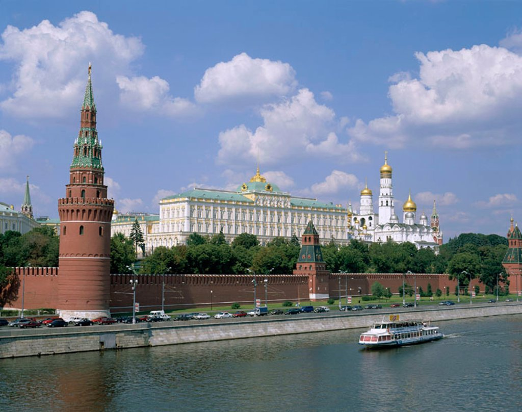 The Kremlin & Moskva River with Tourist Boat, Moscow, Russia : Stock Photo
