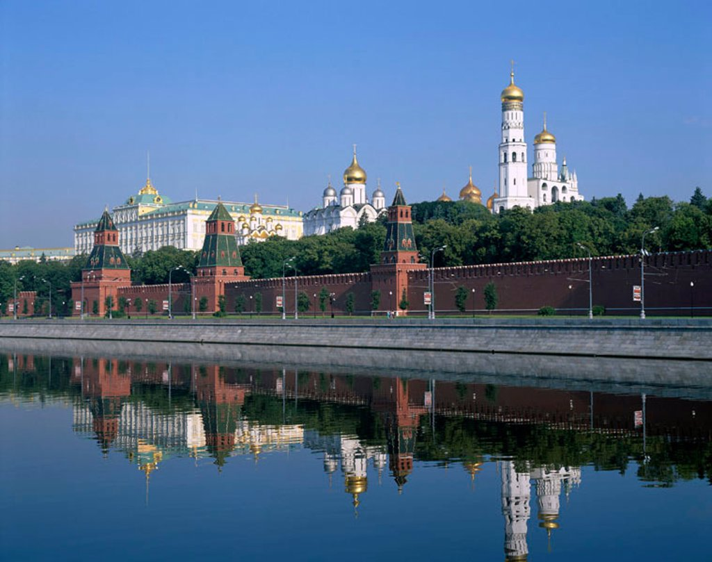 Stock Photo: 1609-13939 The Kremlin & Moskva River, Moscow, Russia
