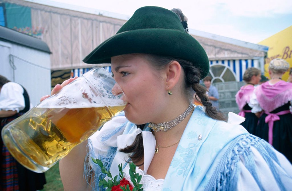 Stock Photo: 1609-15241 Girl in Baverian Costume  / Dress / Drinking Beer, Rosenheim, Baveria, Germany