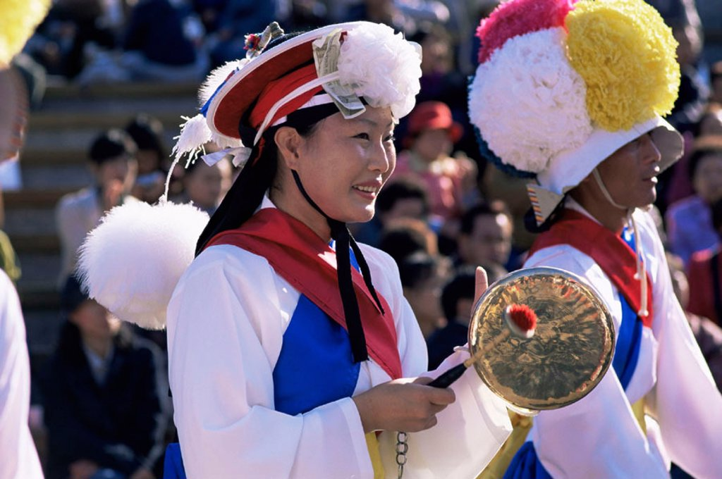 Stock Photo: 1609-17232 Korea, Seoul, Namsangol Hanok Village, Farmers Dance