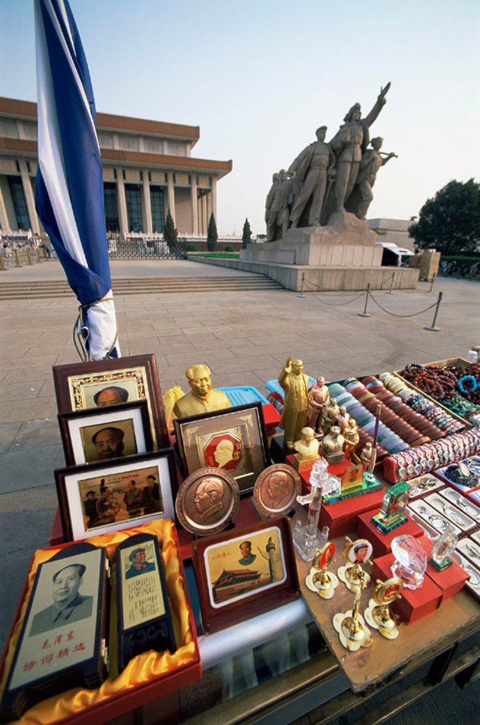 Stock Photo: 1609-17503 China, Beijing, Tiannamen Square, Souvenir Memorabilia Outside Mao´s Mausoleum