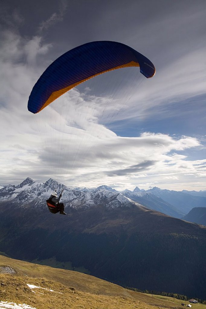 Stock Photo: 1609-20761 Paragliding, Jacobshorn, Davos, Graubunden, Switzerland
