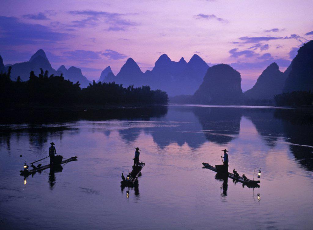 Stock Photo: 1609-2165 Cormorant fishermen, Li River, Yangshuo, Guangxi, China
