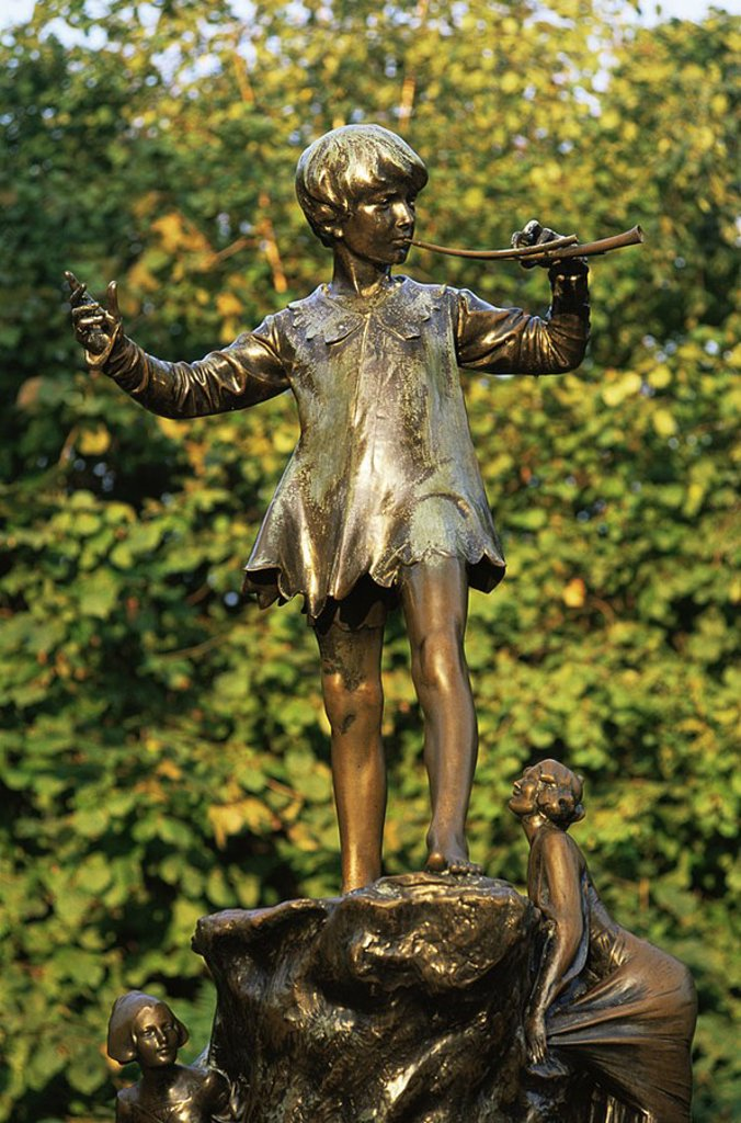 August 2006. England, London, Kensington Gardens, Peter Pan Statue : Stock Photo