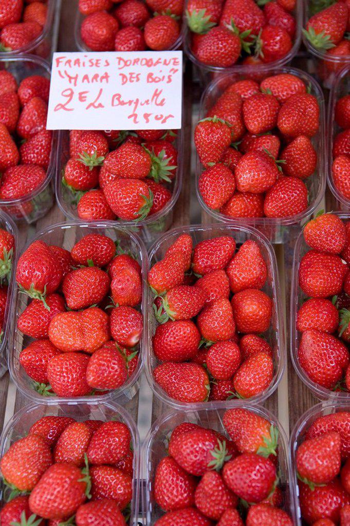 Stock Photo: 1609-23005 Strawberries at Market, Sarlat, Dordogne, France