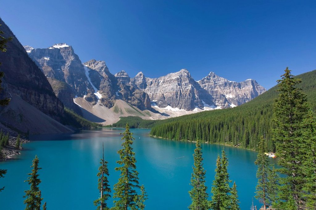 Moraine Lake and Valley of 10 Peaks Wenkchemna Peaks at sunrise, Banff National Park, Alberta, Canada : Stock Photo