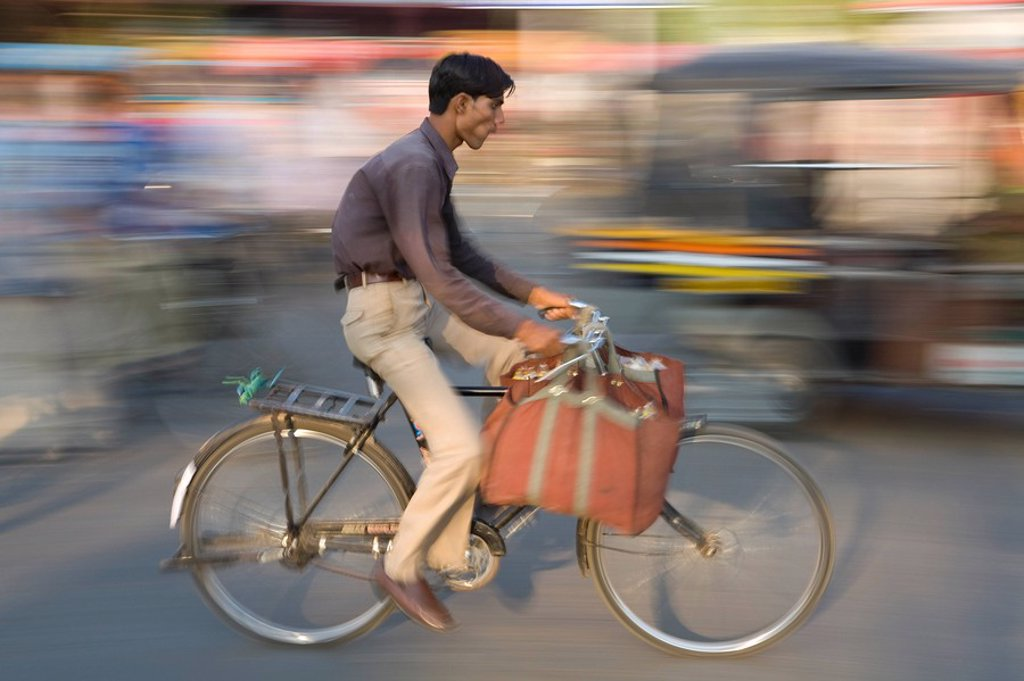 Stock Photo: 1609-25198 Cyclist, Jaipur, Rajasthan, India