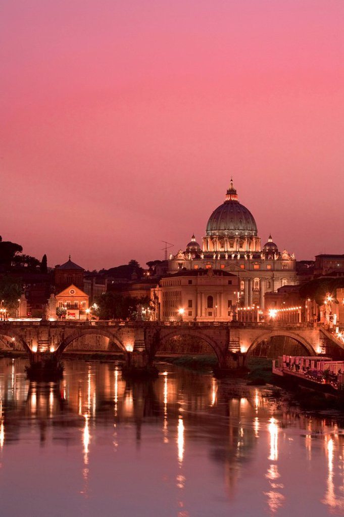 Stock Photo: 1609-25250 St Peter´s Basilica and Ponte Sant´Angelo, Rome, Italy