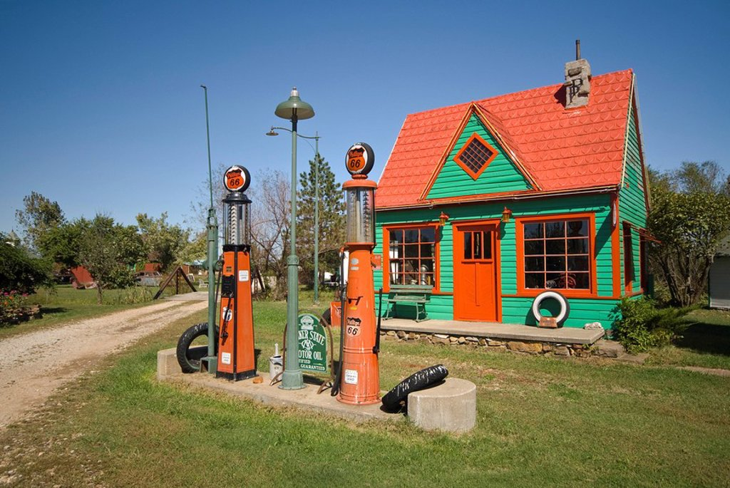 Stock Photo: 1609-26580 USA, Missouri, Route 66, near Carthage, ´Red Oak II´, Rescued Route 66 artifacts in part museum, part work of art, part residence