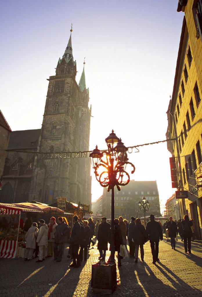 Stock Photo: 1609-2934 Lorenzkirche & Christmas Market, N³rnberg (Nuremberg), Bavaria, Germany. Lorenzkirche & Christmas Market, Nürnberg (Nuremberg), Bavaria, Germany