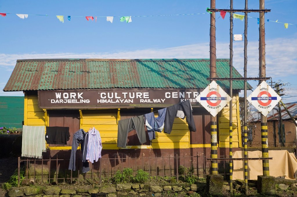 India, West Bengal, Kurseong, Railway station : Stock Photo