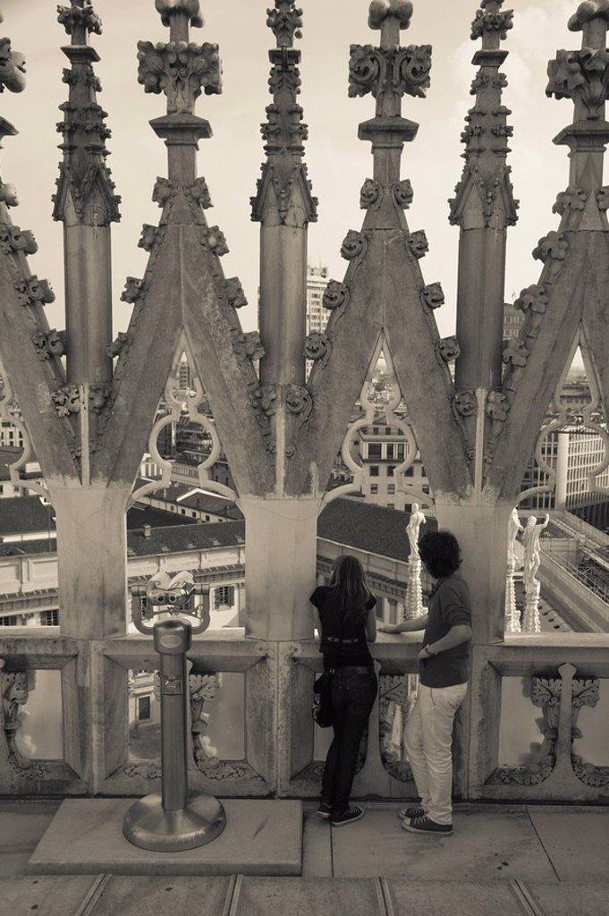 Stock Photo: 1609-38232 Italy, Lombardy, Milan, Piazza Duomo, Duomo cathedral roof, visitors, NR