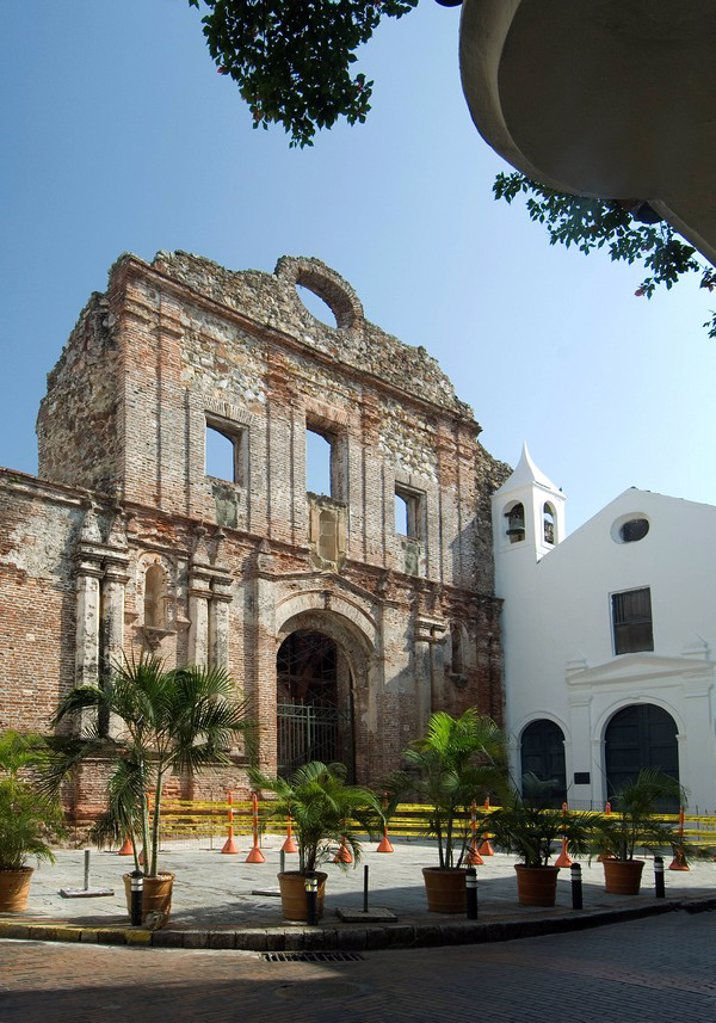 Stock Photo: 1609-39304 Panama, Panama City, Casco Viejo, The Old Quarter, Iglesia de Santo Domingo, Church of Santo Domingo, The Flat Arch, UNESCO World Heritage Site, Spanish Colonial Architecture