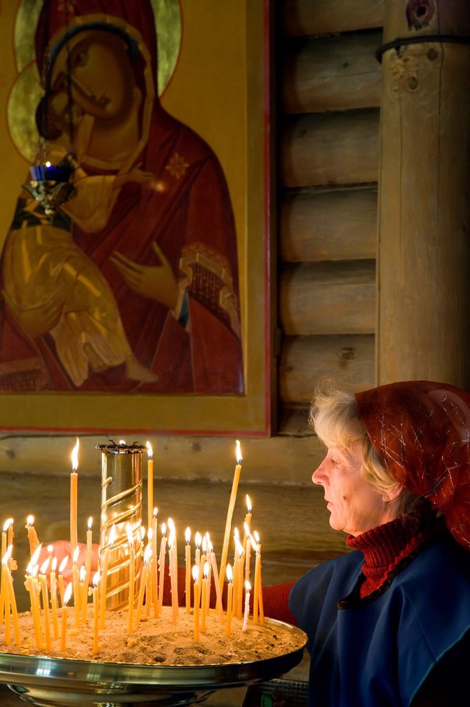 Stock Photo: 1609-39784 Russia, Kaliningrad, Orthodox church, candles