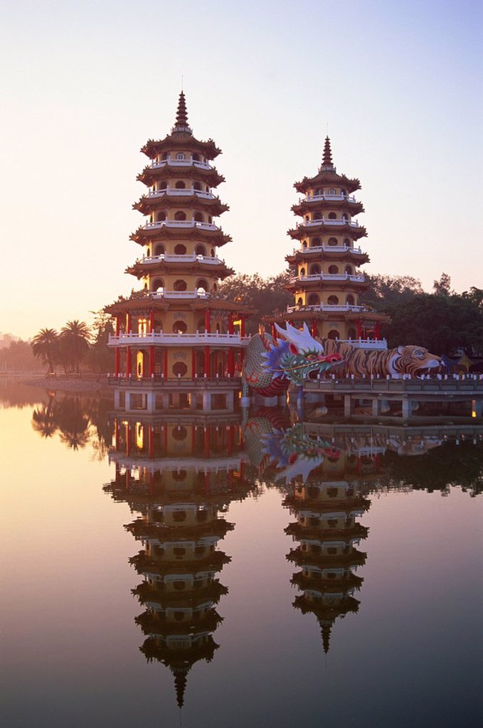 Stock Photo: 1609-41310 Taiwan, Kaohsiung, Lotus Lake, Dragon and Tiger Pagodas