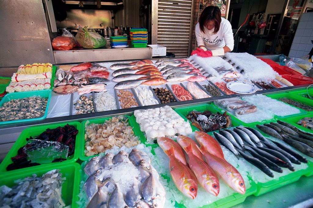 Stock Photo: 1609-41357 Taiwan, Kaohsiung, Cijin Island, Seafood Restaurant Display