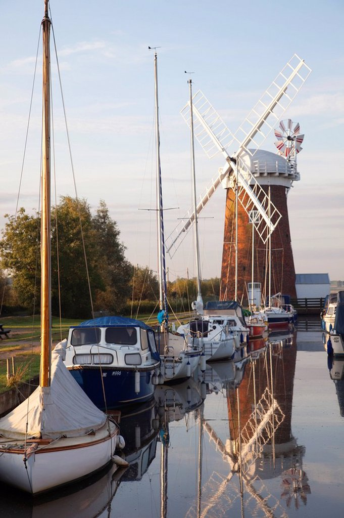 England, East Anglia, Norfolk, Norfolk Broads, Horsey Mill : Stock Photo