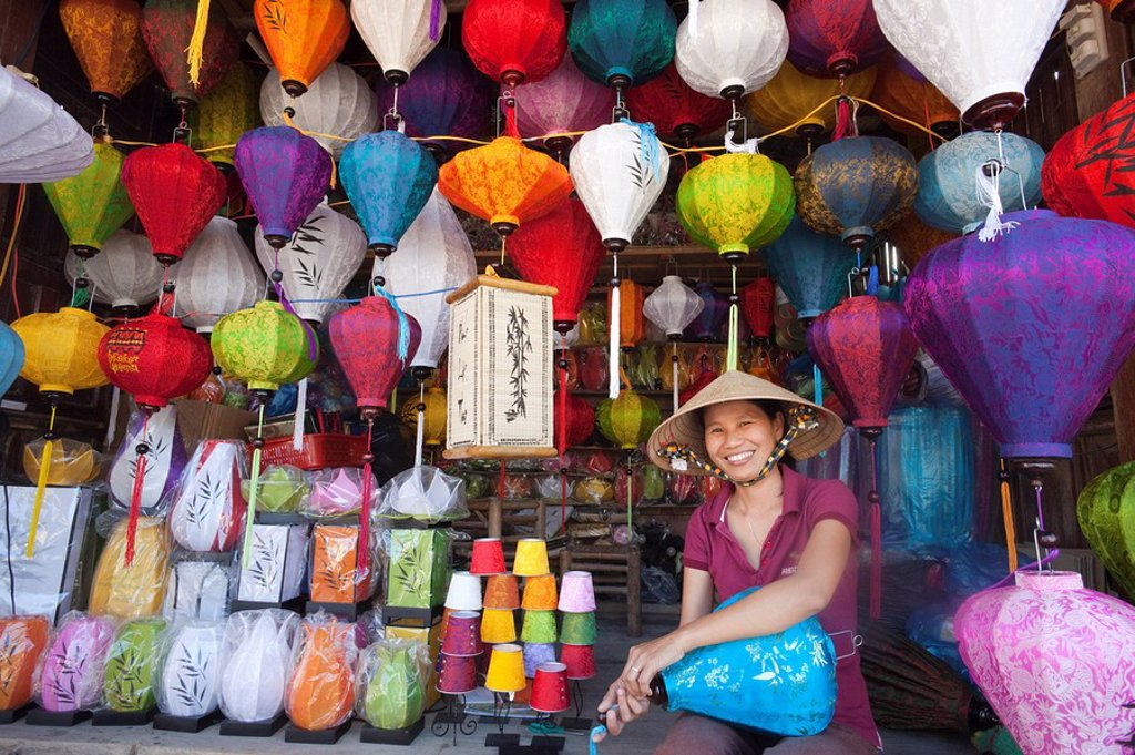 Stock Photo: 1609-42840 Vietnam, Hoi An, Paper Lantern Shop