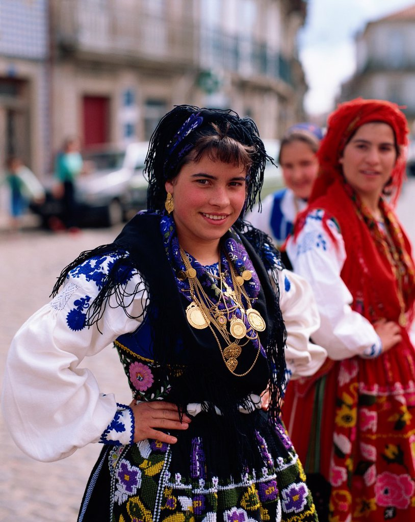 Stock Photo: 1609-43111 Portugal, Girl in National Costume