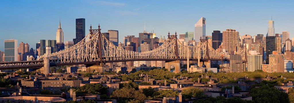 Stock Photo: 1609-44228 USA, New York City, Manhattan, Midtown Manhattan and Queensboro Bridge from Queens