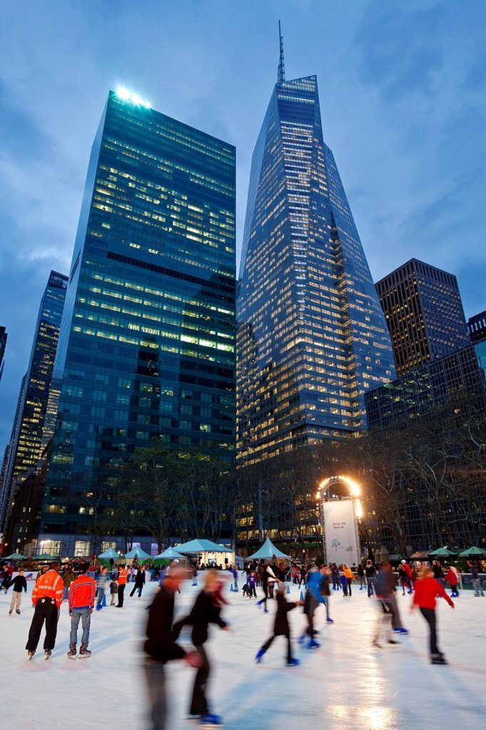USA, New York City, Manhattan, Ice Skating rink in Bryant Park at Christmas : Stock Photo