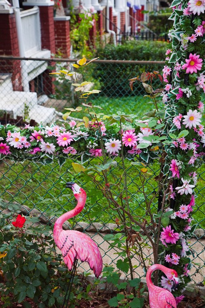 Stock Photo: 1609-45134 USA, Maryland, North Baltimore, Hampden, bohemian area honoring local Hon culture, front yard detail