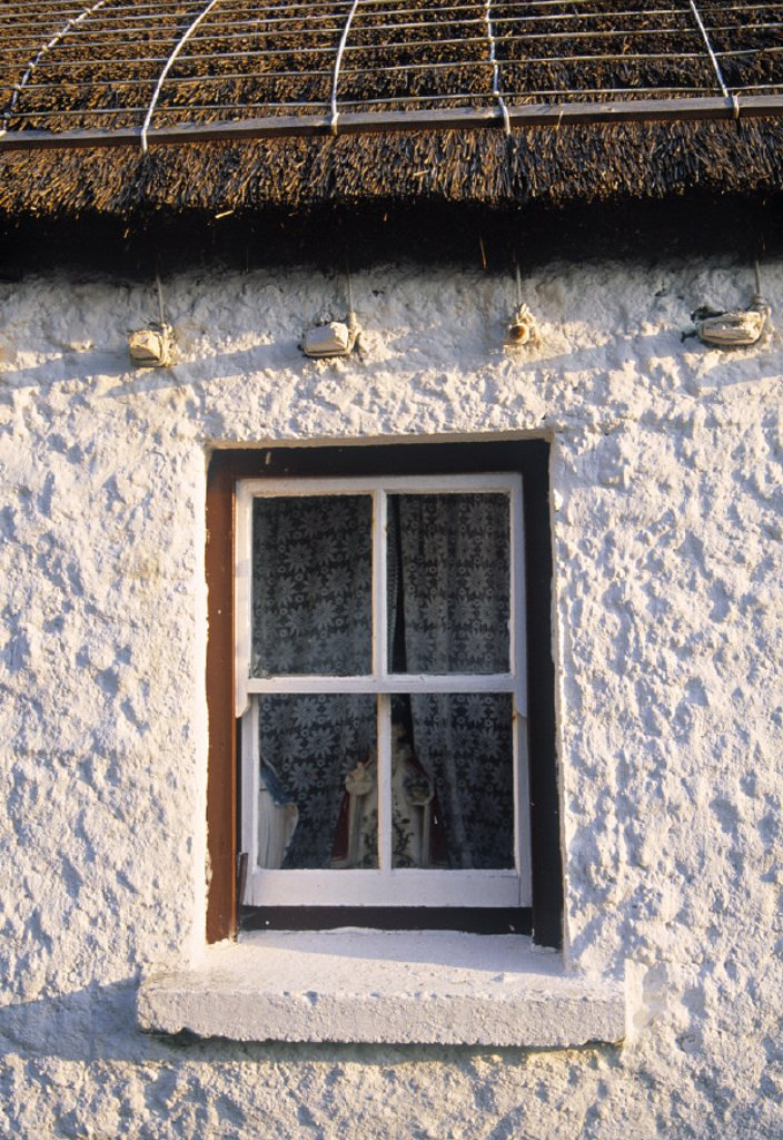 Stock Photo: 1609-5597 Cottage, Gencolumbkille, Donegal Peninsula, Co. Donegal, Ireland