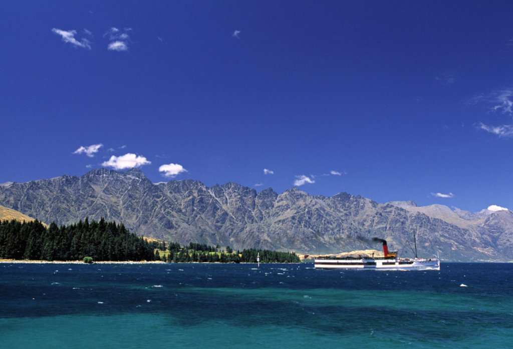 Stock Photo: 1609-8577 Lake Wakatipu, Queenstown, South Island, New Zealand