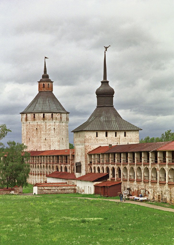 Stock Photo: 1609-9283 Kazanskaya & Ferapontovskaya towers of Kirilov monastery, Kirilov, Vologda region, Russia