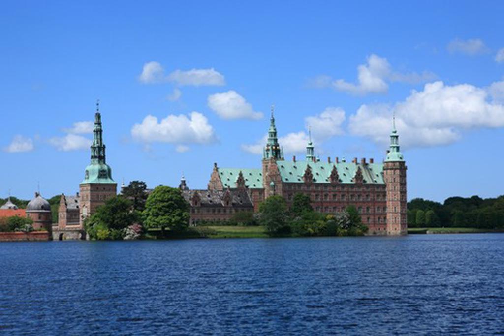 Frederiksborg palace (1602-1620), Baroque gardens, Hillerod, near Copenhagen, Denmark : Stock Photo