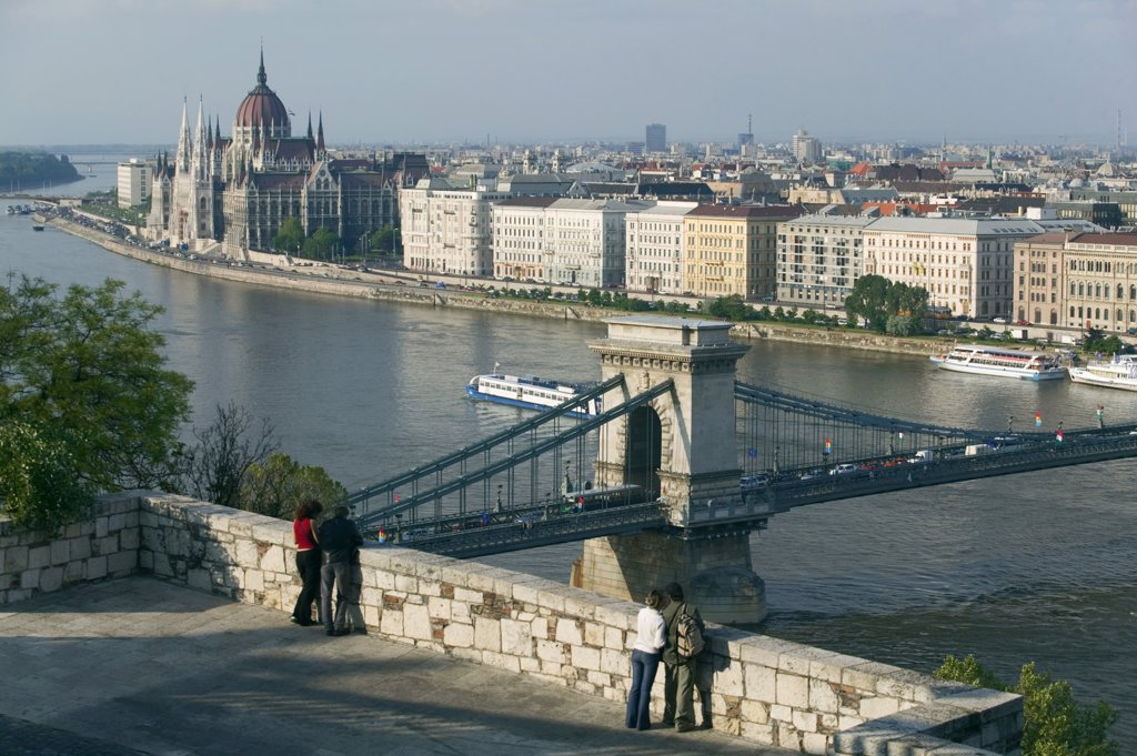 Stock Photo: 1609R-29830 Chain Bridge & River Danube, Budapest, Hungary