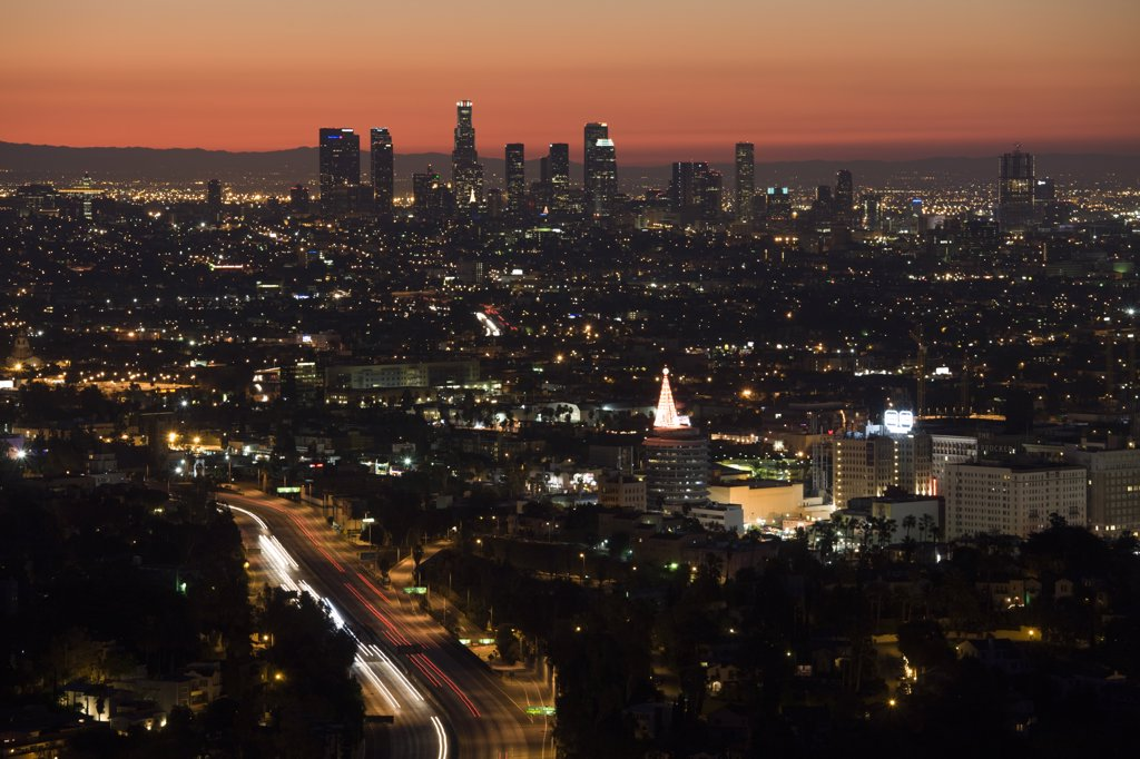 USA, California, Los Angeles, Downtown and Hollywood Freeway 101 from Hollywood Bowl Overlook, dawn : Stock Photo