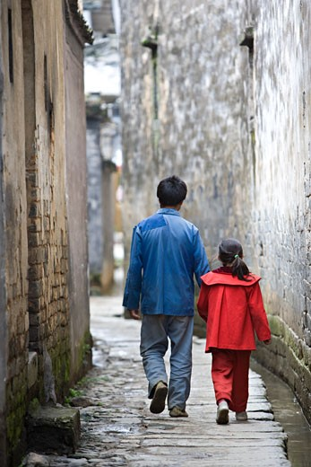 Stock Photo: 1610-402C Girl and her father walking in an alley, Cheng Kan, China