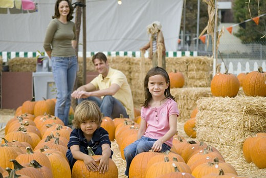 Stock Photo: 1624R-5221 Family with pumpkins