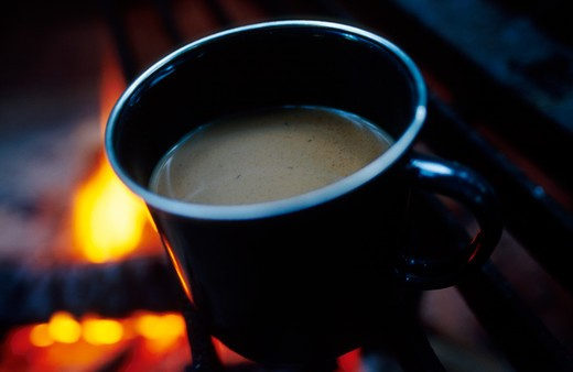 Stock Photo: 1626R-3991 Coffee by the Campfire