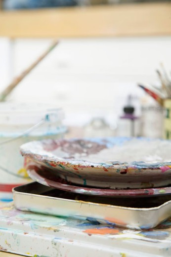 Stock Photo: 1631-109 Close-up of a paint tray and paint bowls on a table